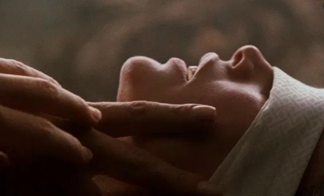 кадр из фильма 9 с половиной недель