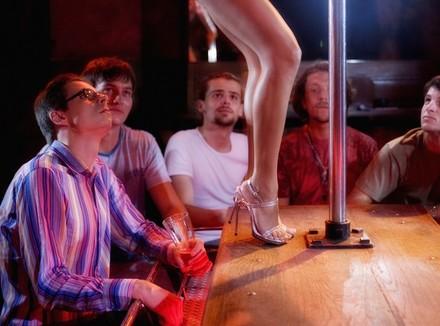 У в стриптиз баре усть лабинск ночной клуб центр