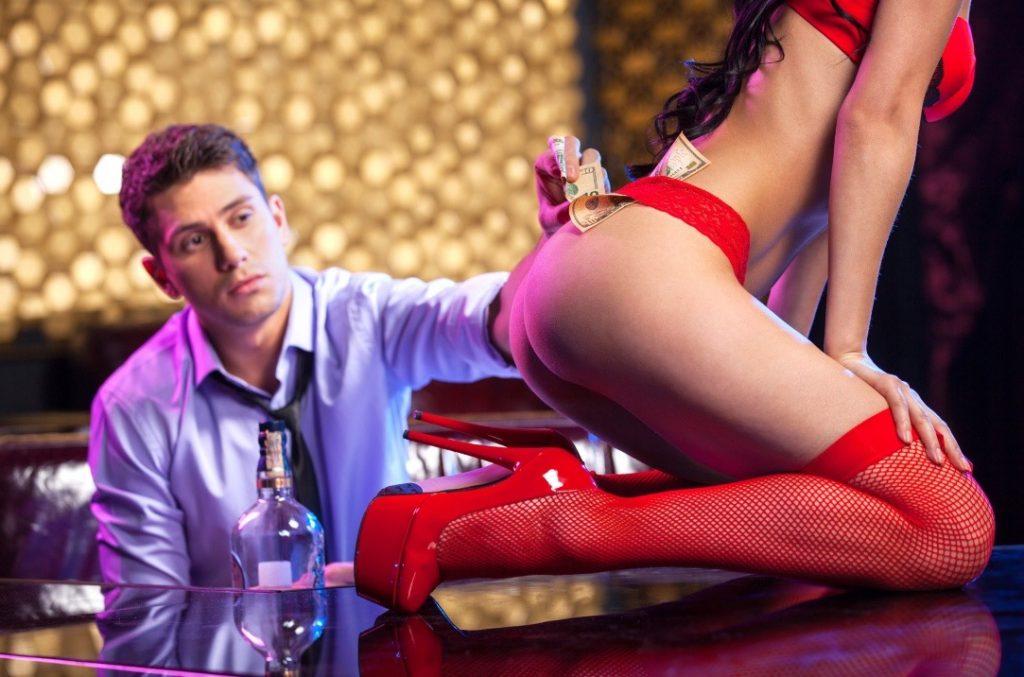 стриптиз на барной стойке