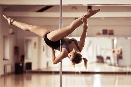 как называется девушка танцующая на шесте фото